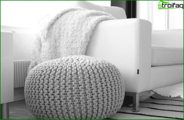 Knitted pouffes in the interior 7