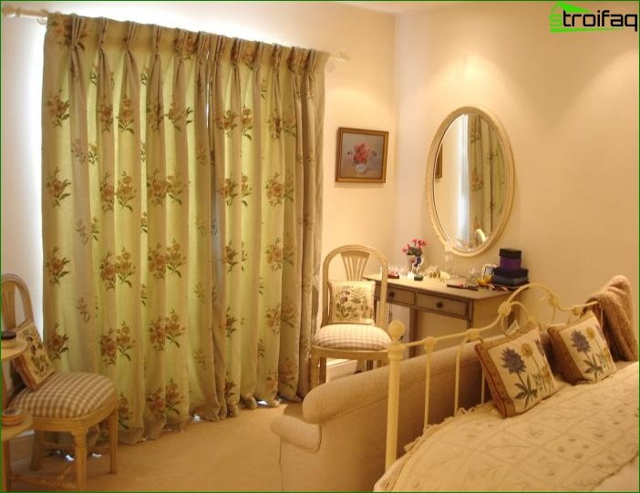 Picture of curtains in bedroom 8