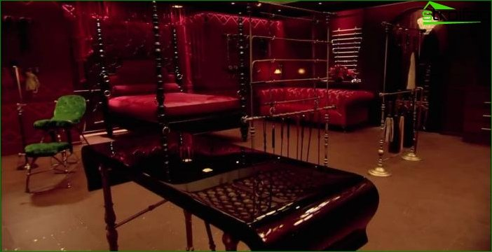 Red Room of Christian Gray (50 Shades of Gray)