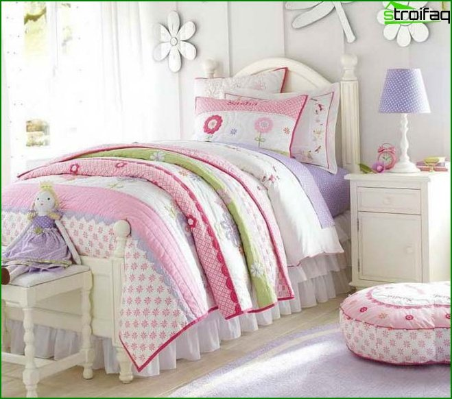 Bedroom in pink and purple shades - photo