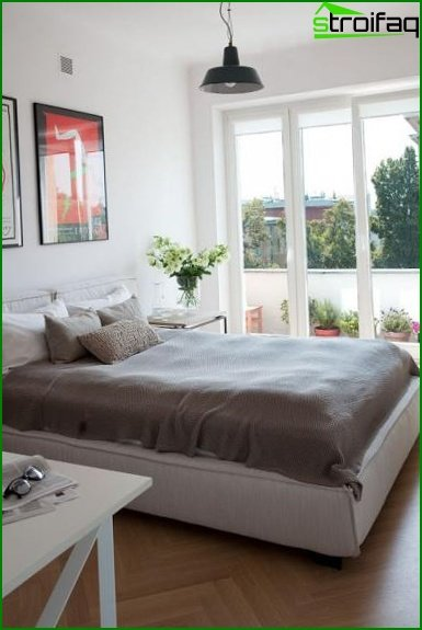 Bedroom with separated balcony or loggia
