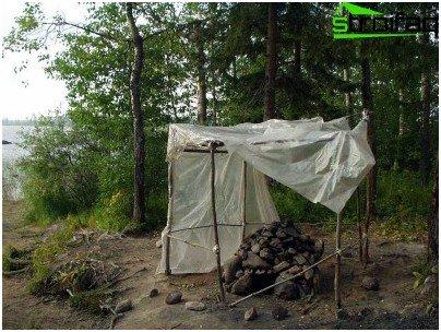 Construimos un marco para un baño de campamento.