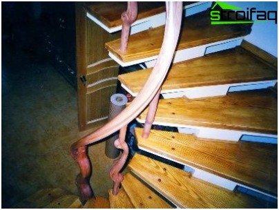 Escaleras de madera y hormigón