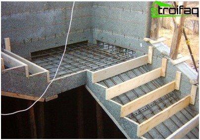 Escaleras de hormigón al segundo piso