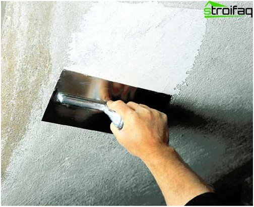 Putty concrete ceiling