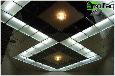 Modulare Decke mit integrierter Beleuchtung