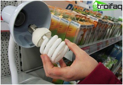 Когато избирате енергоспестяваща лампа, обърнете внимание на размера на основата