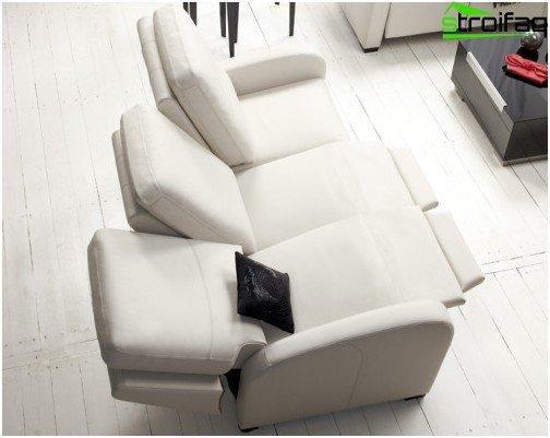 Designet af 3-personers sofa til hjemmebiograf giver hver seer mulighed for selv at indstille en behagelig hældning af ryggen og fodstøttens placering