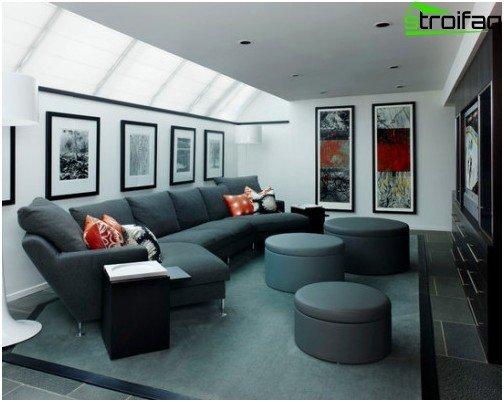 Brug af eksisterende polstrede møbler til et hjemmebiograf beliggende i et dedikeret område i stuen er ikke i strid med interiørets harmoni, bevarer synekomfort og akustikens kvalitet
