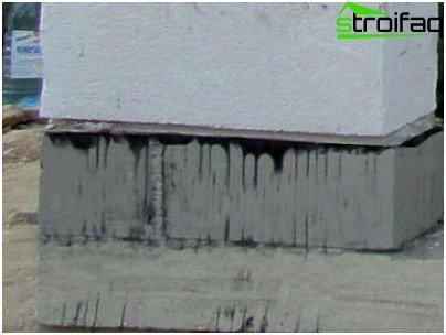 Waterdicht maken van de garage van schuimblokken