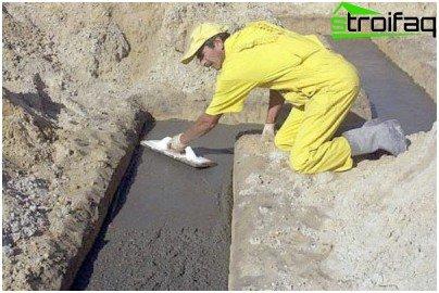 Jedna od faza izlivanja je distribucija betona, tampiranje