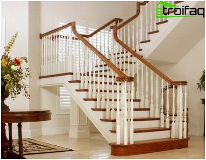 Two-march U-shaped wooden staircase on Kosoura
