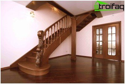 Wooden staircase on bowstrings