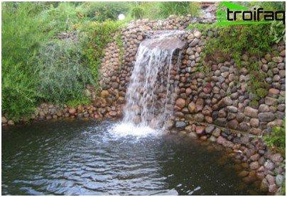 водоспад на ділянці