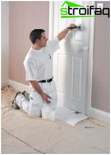 paint the door with a brush
