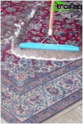 Почистване на вълнен килим
