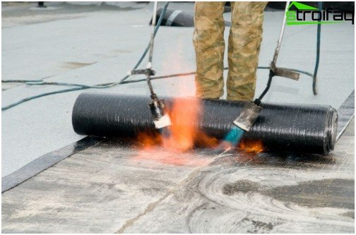 Flat roof waterproofing with weld material