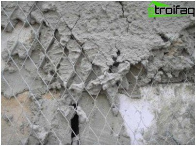 Mesh designed to reinforce the plaster layer