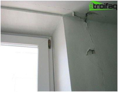 Odvajanje žbuke - građevinski nedostatak, koji se mora upisati u protokol pregleda potvrde o prihvatanju stana i oduzeti od strane graditelja na propisan način