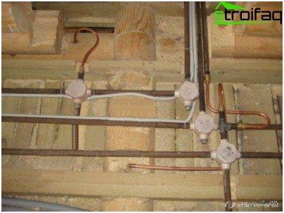 Как да положите кабела в тръбите