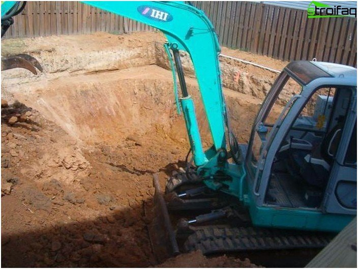 Digging a pit for a pool