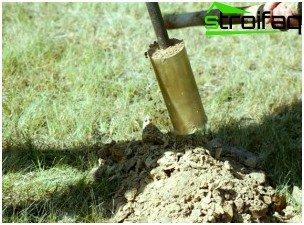 Antes de comenzar la construcción, se toman muestras de suelo