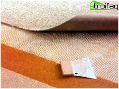 El método adhesivo para colocar alfombras