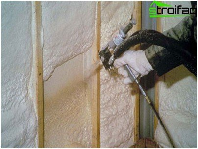 It is better to insulate the walls with expanded polystyrene