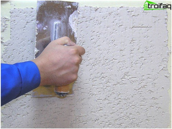Application of decorative plaster