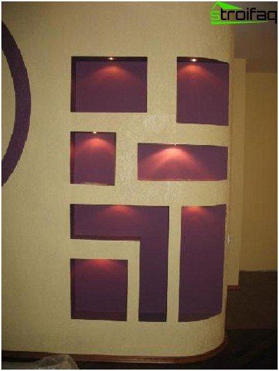 Highlighting niches with dark plain wallpaper