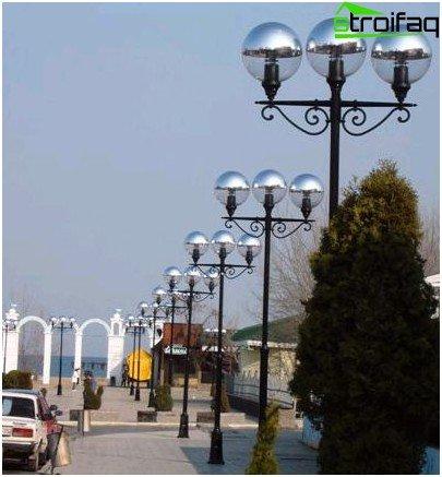 Park lighting pylons made of metal