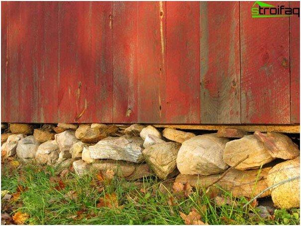 Stenfundament til hegn