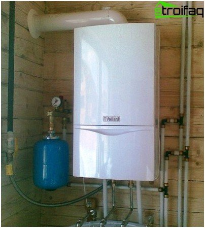 Double circuit gas boiler