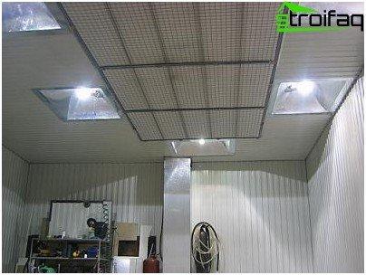 Organization of lighting in the garage