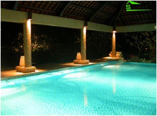 Option for general and local pool lighting
