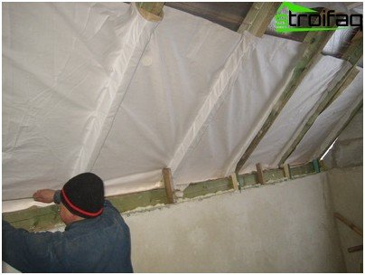 Steam insulation of the roof of the bath