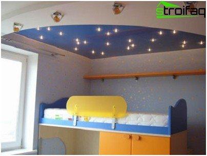 Spanplafond met meerdere niveaus en een speciale zithoek