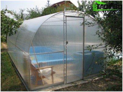 Павилион за басейн, изграден без специализирана намеса