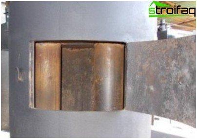 La stufa in metallo fatta in casa può essere riscaldata con qualsiasi tipo di combustibile solido