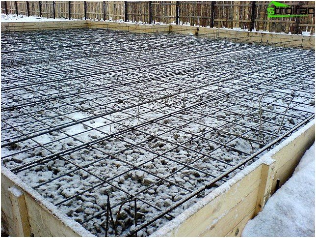 Crushed stone and reinforcement layers