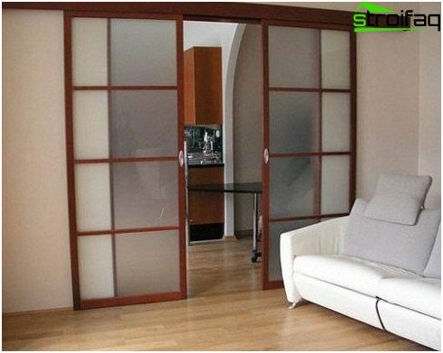 Installation of sliding doors of a compartment