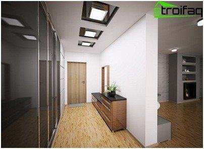 Opción de un techo de placas de yeso multinivel para un pasillo estrecho y largo