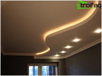 Wavy lines in the design of the plasterboard ceiling in the living room