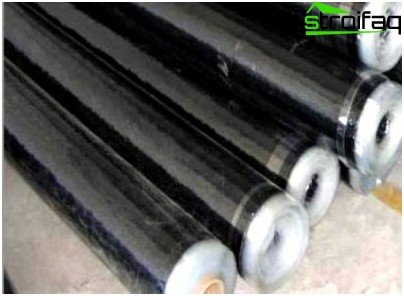 Materials intended for waterproofing the bathroom, supplied in the form of rolls