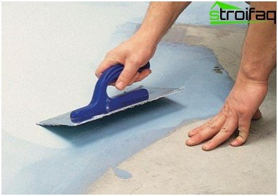 Waterproofing the bathroom with a coating compound