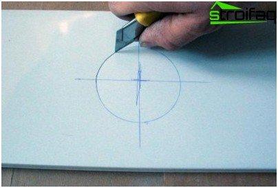 Kako izrezati otvore za stropne svjetiljke u stropu stalka