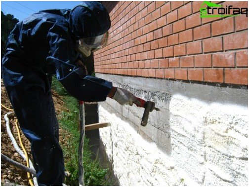 Drawing polyurethane foam on the foundation