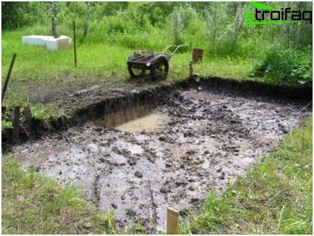 Preparing a foundation pit for a floating foundation