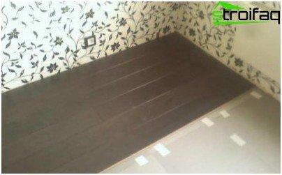 Izolacijski sloj postavlja se preko laminatnih traka.