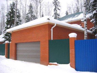 Si su familia está en el campo y en invierno, entonces será mejor que construya un garaje importante